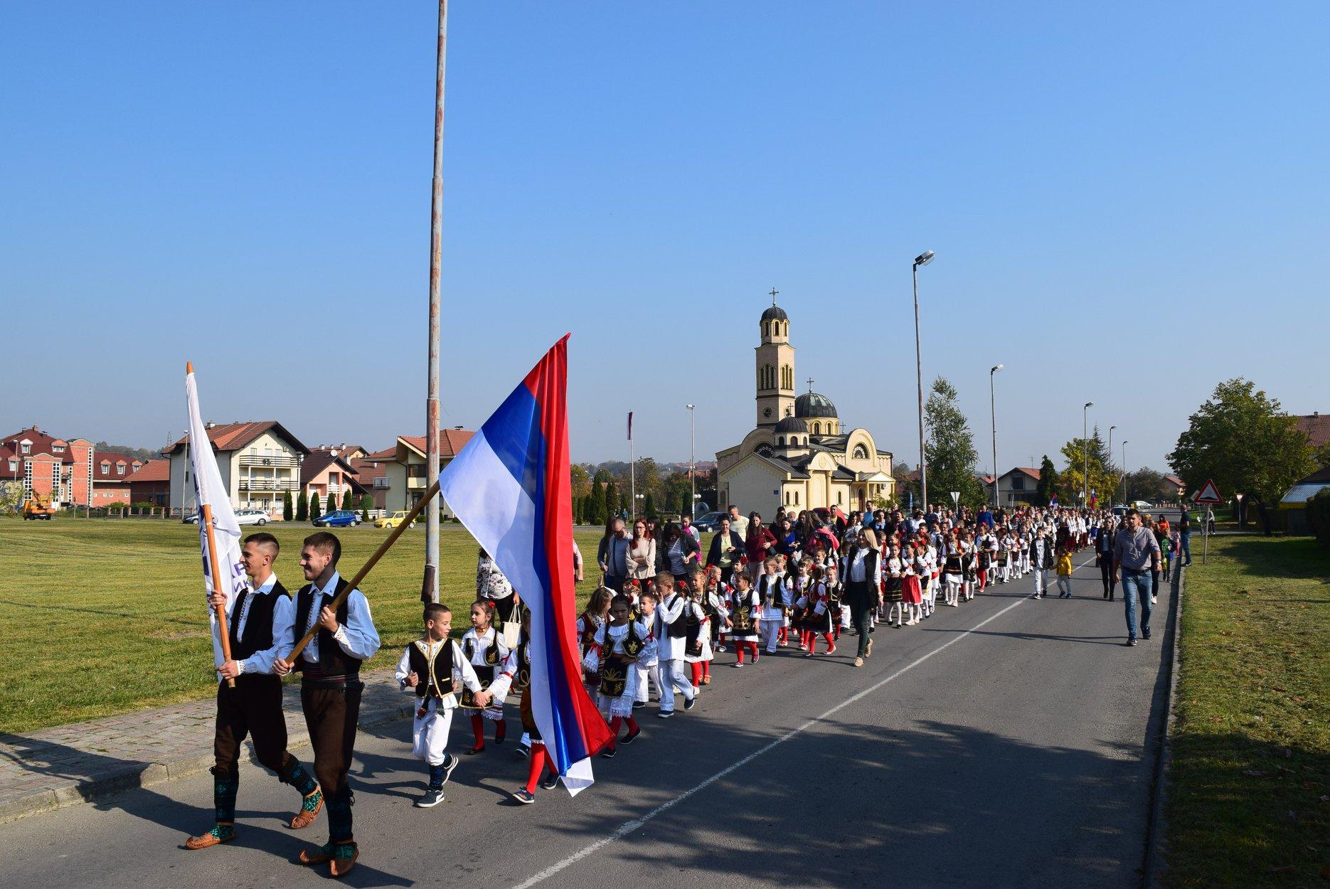 DEFILE UČESNIKA I SMOTRA 12-og DEČIJEG FOLKLORNOG STVARALAŠTVA UGLJEVIK 2019 (tekst i audio)